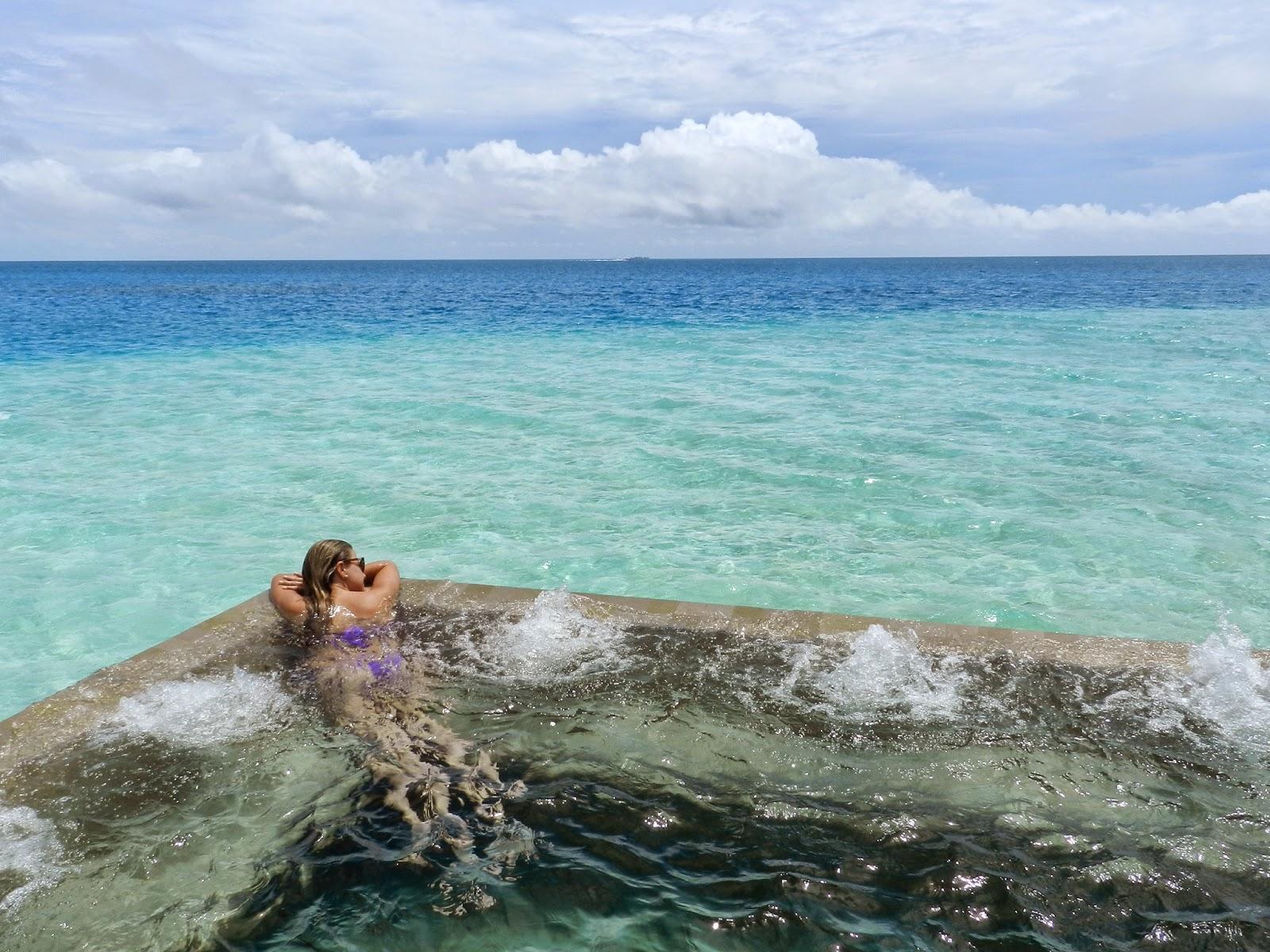 piscina velassaru resort ilhas maldivas