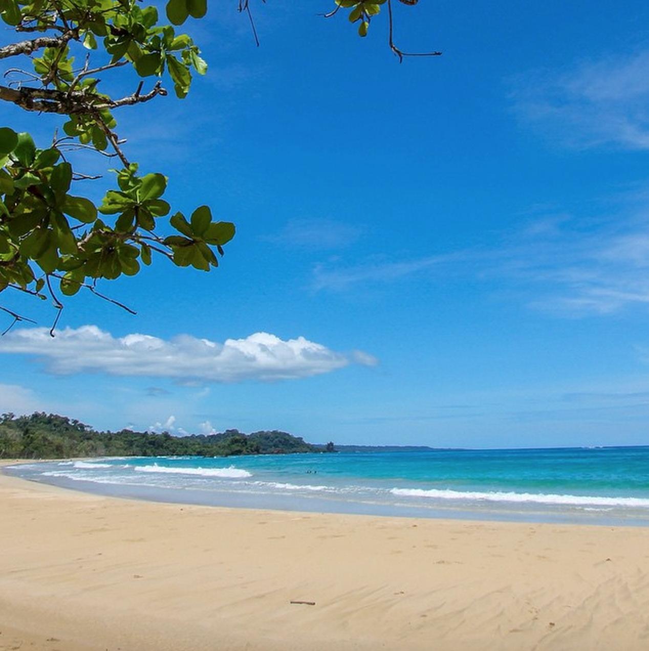 Red Frog Beach, Isla Bastimentos, em um dia de sol | foto: @redfrogbeachresort
