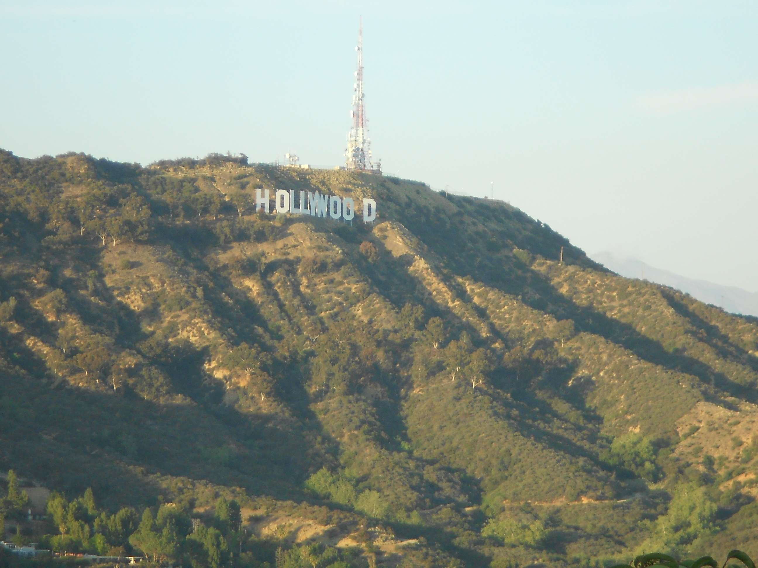 O tal do letreiro de Hollywood. Visto pela Mulholland Drive.