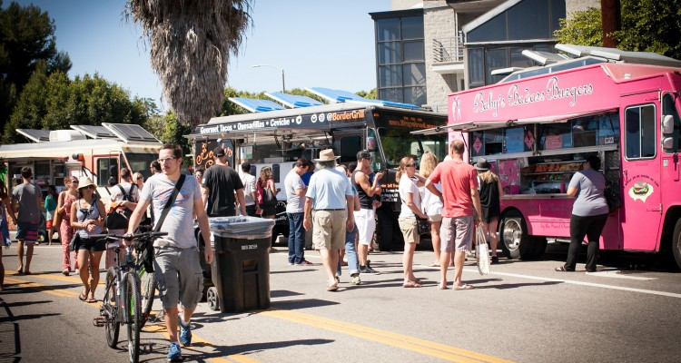 Food Truck Festival - 1ª sexta-feira de cada mês, na Abbot Kinney, Venice | foto: visitveniceca.com