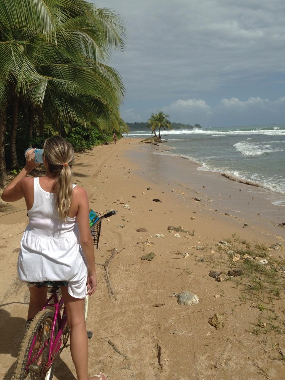 Dá-lhe água! De bike de Bocas Town para Big Creek, Isla Colín