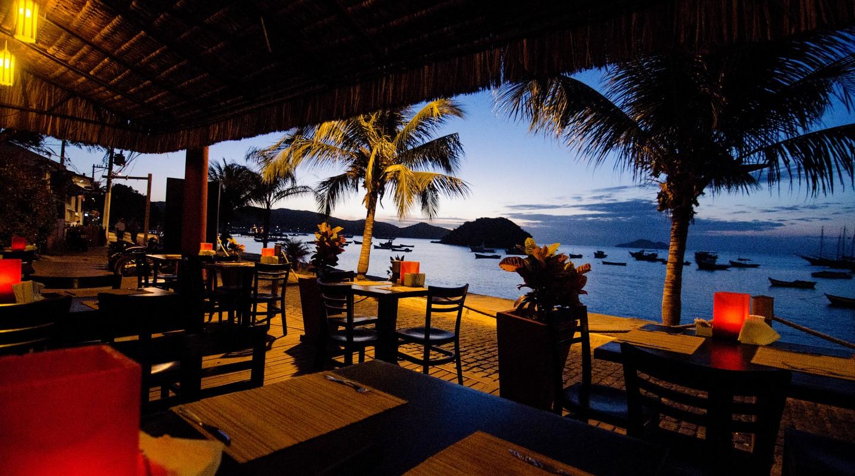 Restaurante Deck, na Orla Bardot | foto: Buzios Turismo