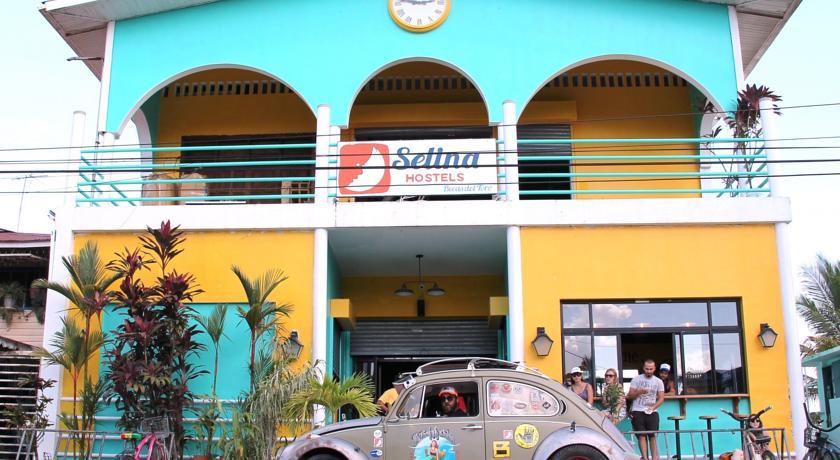 Fachada do Selina Hostel de Bocas del Toro, em Bocas Town | foto: booking.com