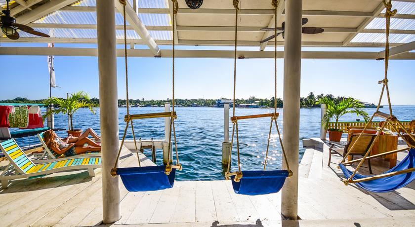 Deck do Selina Hostel de Bocas del Toro   foto: booking.com