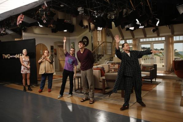 Após gravação, despedida dos atores de Two and a Half Men | foto: cbs.com