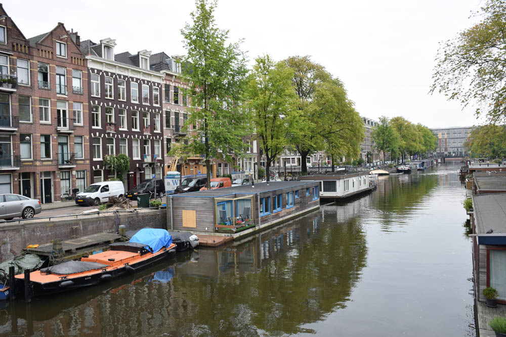 Algumas das casas flutuantes sobre os canais de Amsterdam