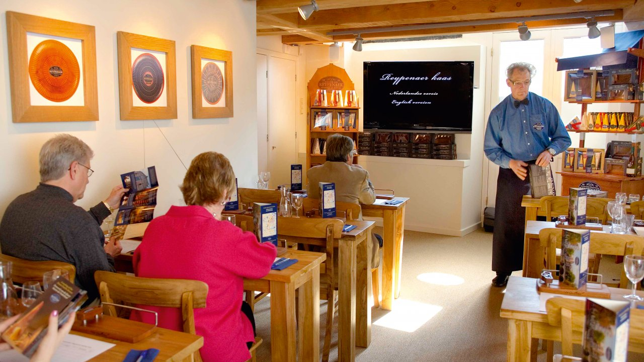 Degustação de queijos na Reypenaer | foto: tours.amsterdamcitytours.com