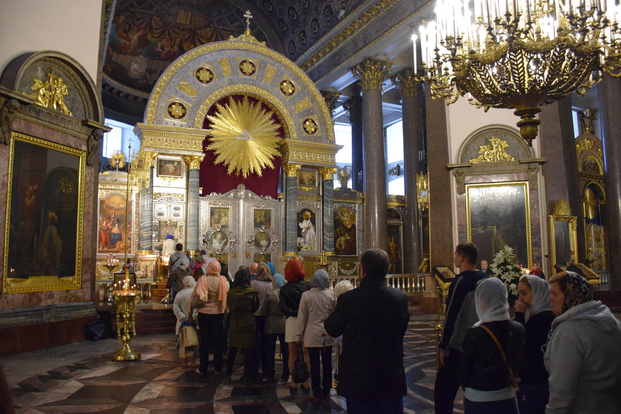 A fila para beijar o ícone mais venerado da Rússia, da Nossa Senhora de Kazan