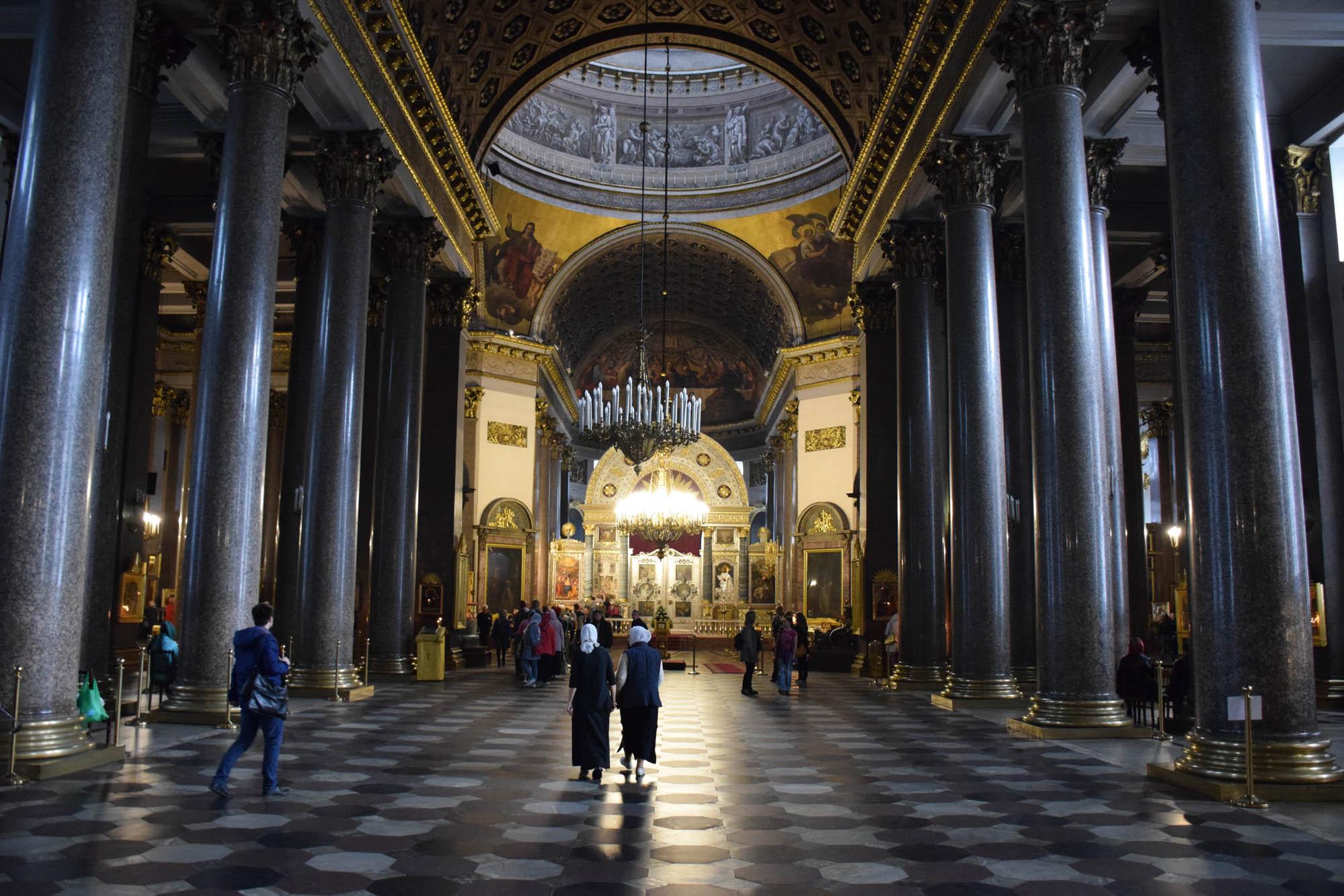 Dentro da Catedral de Nossa Senhora de Kazan