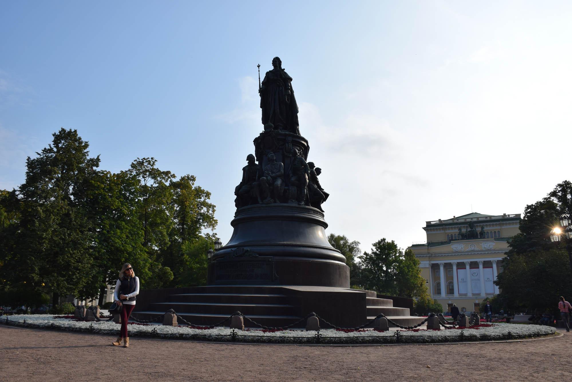 Estátua de Catarina A Grande, na Nevsky Prospekt