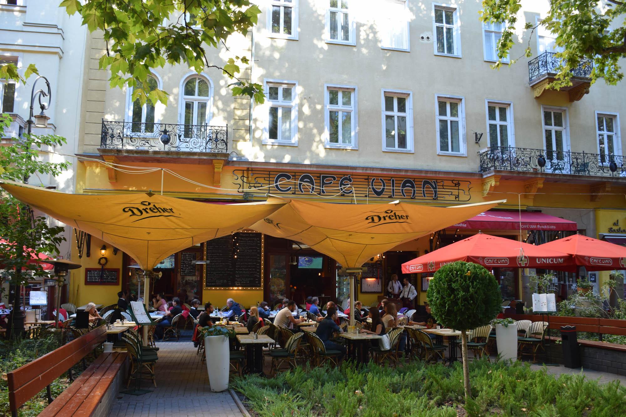 Cafe Vian restaurant - budapest - Liszt Ferenc tér