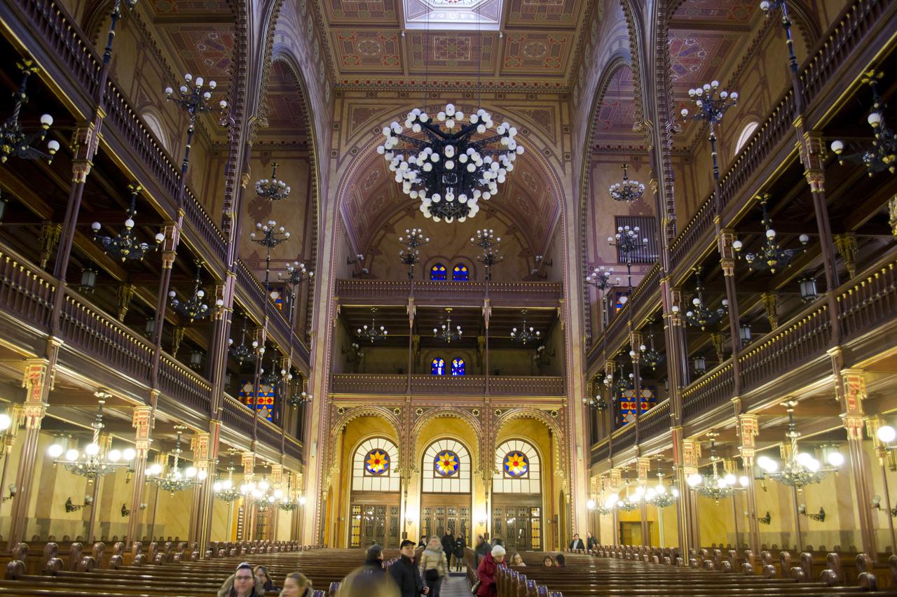 Interior da Grande Sinagoga de Budapeste | foto: skyscrapercity.com