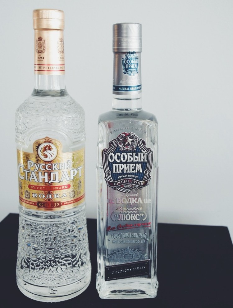 """Vodka do Czar"" e ""Vodka da URSS"" hehehe"