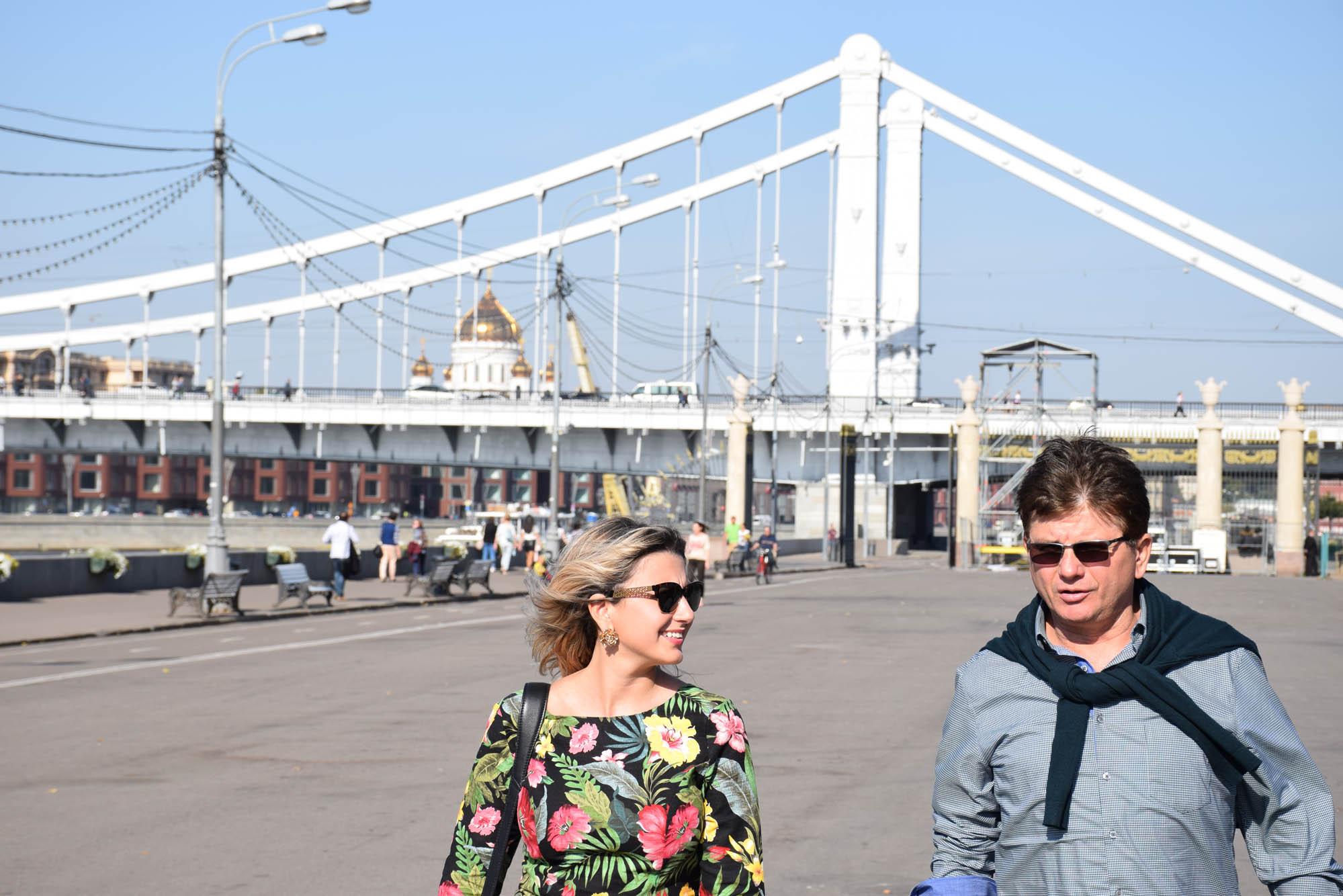 passeio de barco rio moskva moscou russia radisson blu