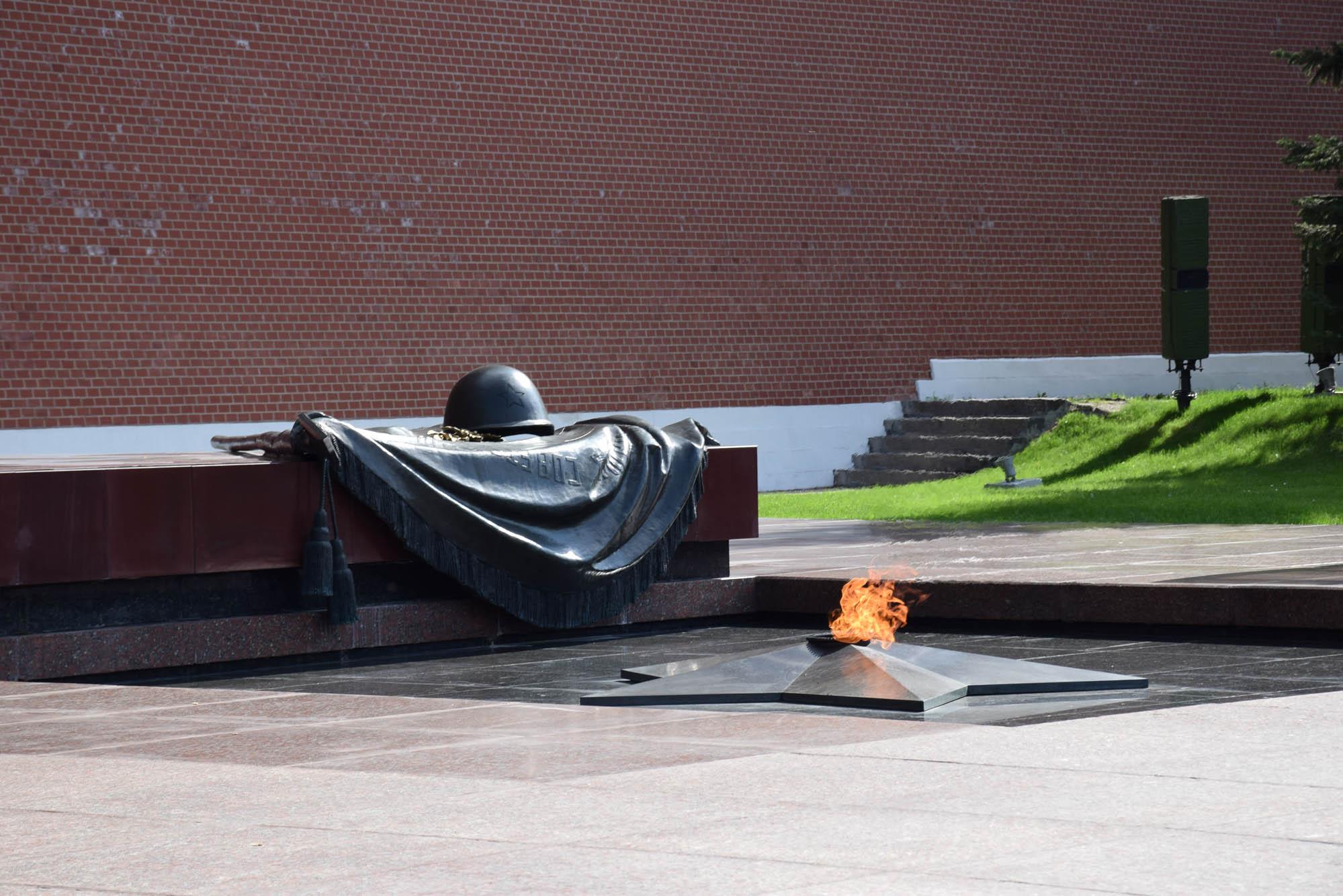 Monumento ao soldado desconhecido, em frente ao Kremlin de Moscou