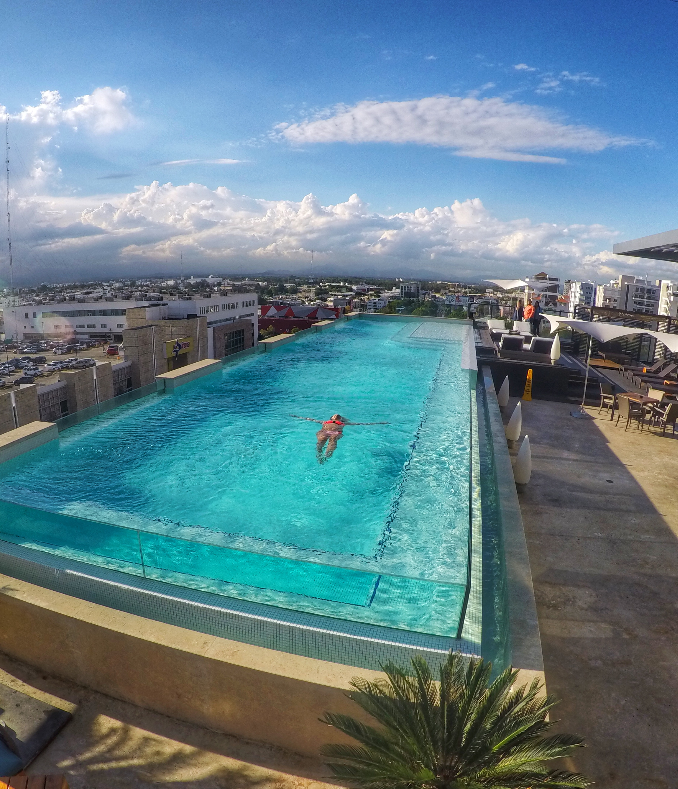 JW MARRIOTT SANTO DOMINGO piscina de vidro glass pool republica dominicana