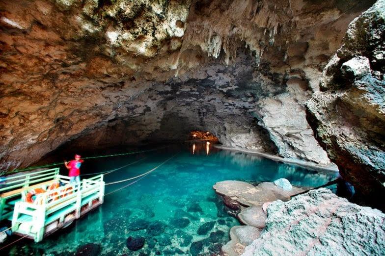 """A barca que leva os turistas do Lago """"La Nevera"""" ao 4º Lago, """"Los Zaramagullones"""""""