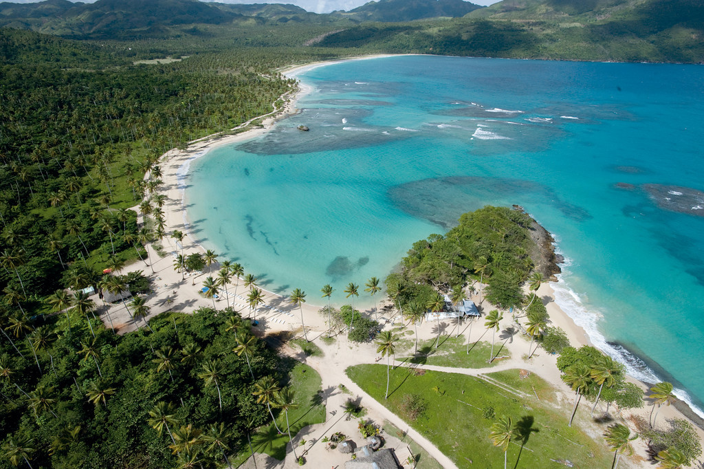 Vista aérea da Playa Rincón - Samaná - República Dominicana | foto: godominicanrepublic.com