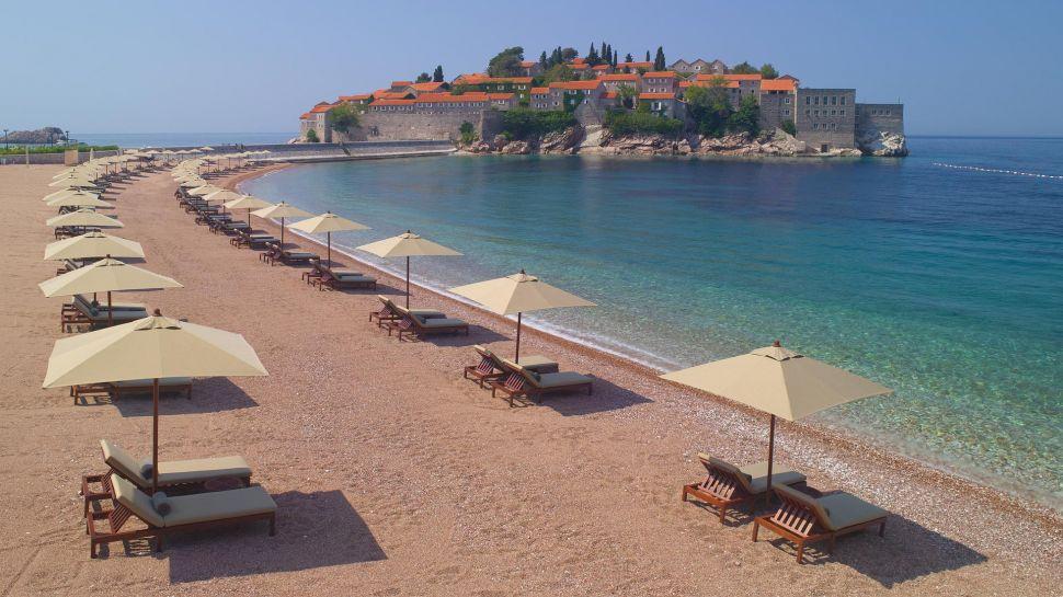 O super hotel Aman Sveti Stefan, próximo a Budva, em Montenegro | foto: aman.com
