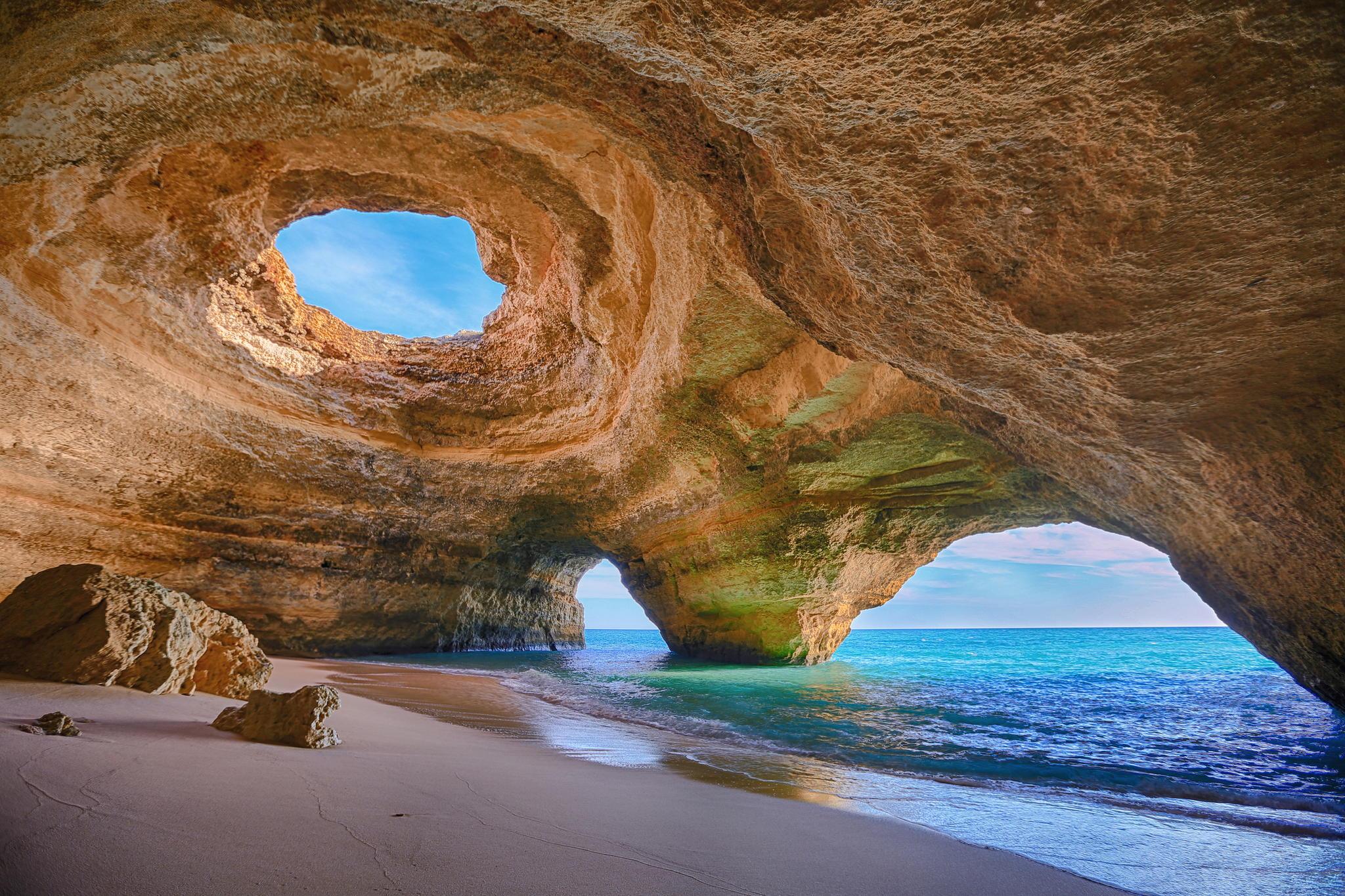 Grutas de Benagil - Lagos - Algarve - Portugal | foto: Bruno Carlos para commons.wikimedia.org
