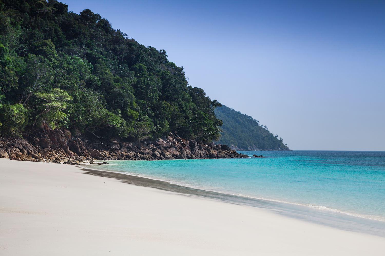Uma das ilhas do inexplorado Arquipélago Mergui, em Myanmar | foto: burmaboating.com