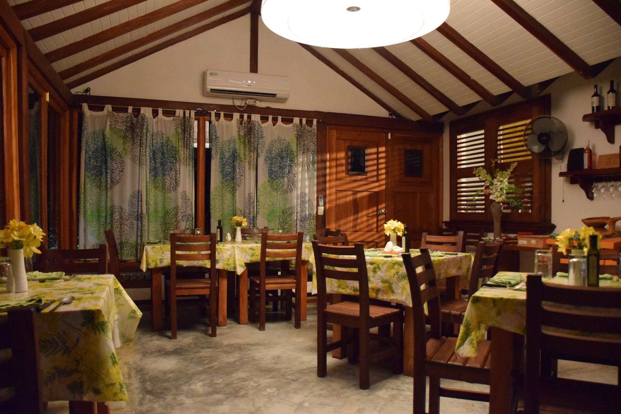 Ambiente pequenininho e aconchegante - Restaurante Segreto em Pedasí