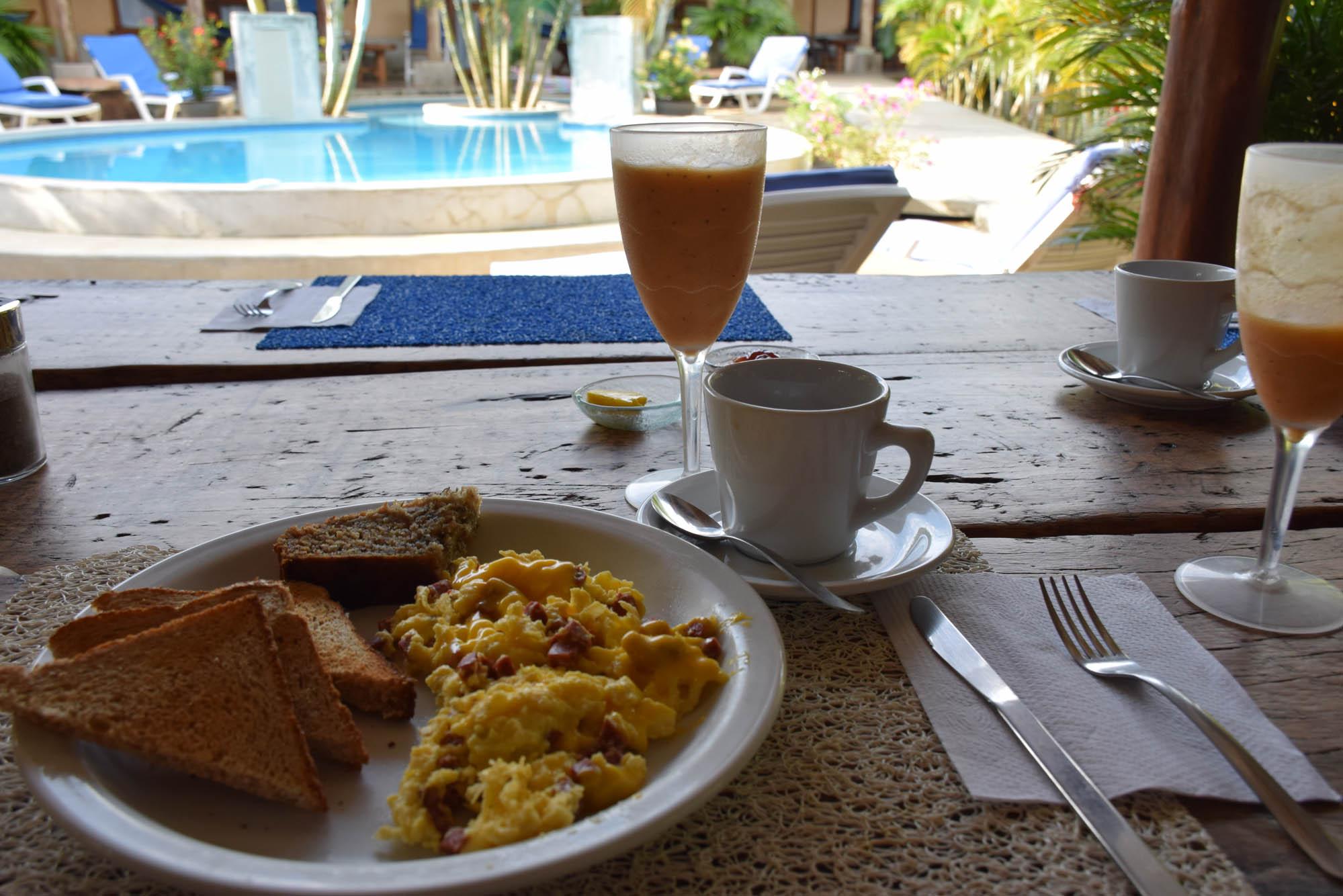 Nosso café da manhã na Pousada Casa Lajagua