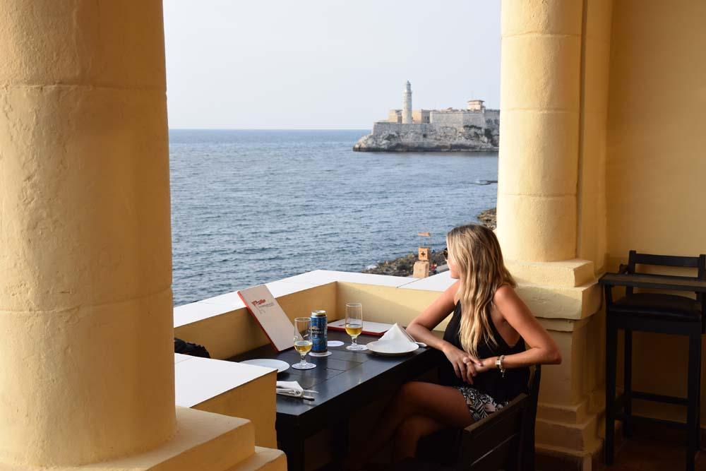 Um achado: bar/restaurante soviético Nazdarovie, no Malecón de Havana - Cuba