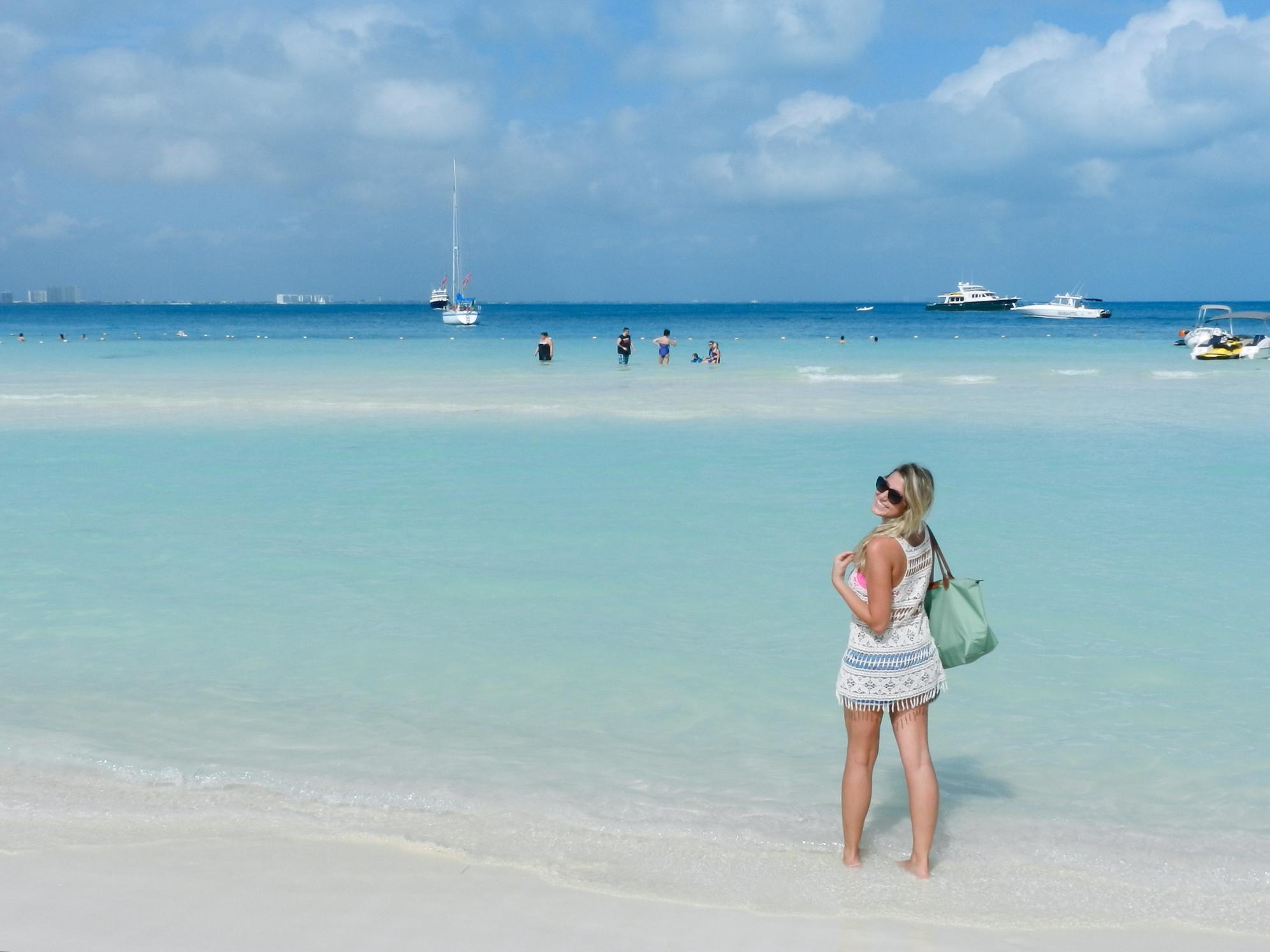 Muito azul turquesa pelas praias de Cancún, no México ♥