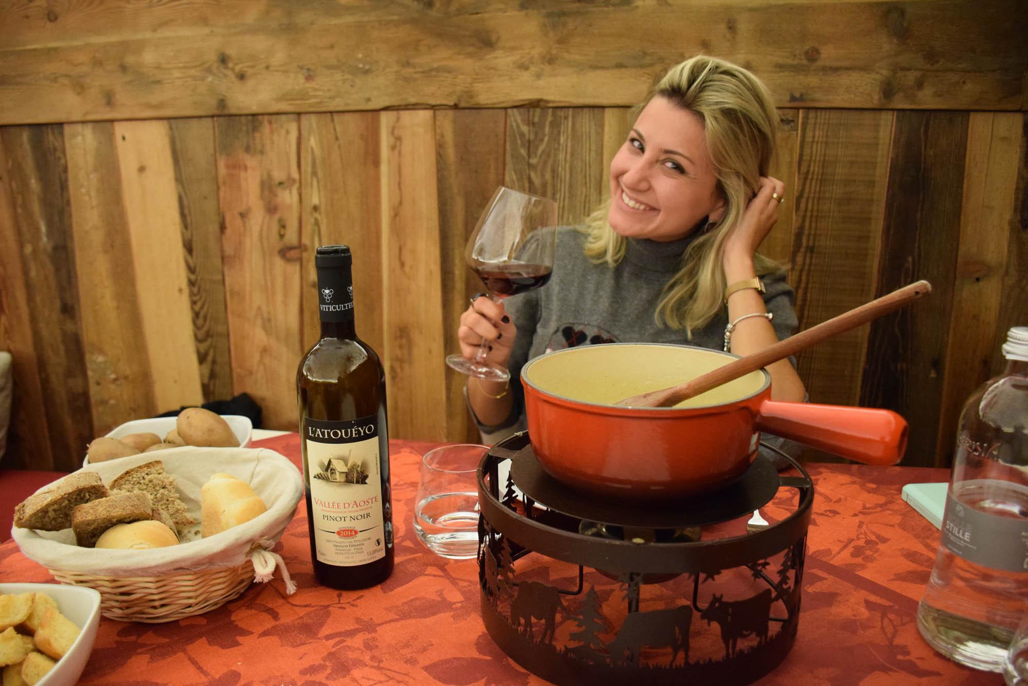Vinho e fondue de queijo produzidos no Valle d'Aosta - Delícia!!