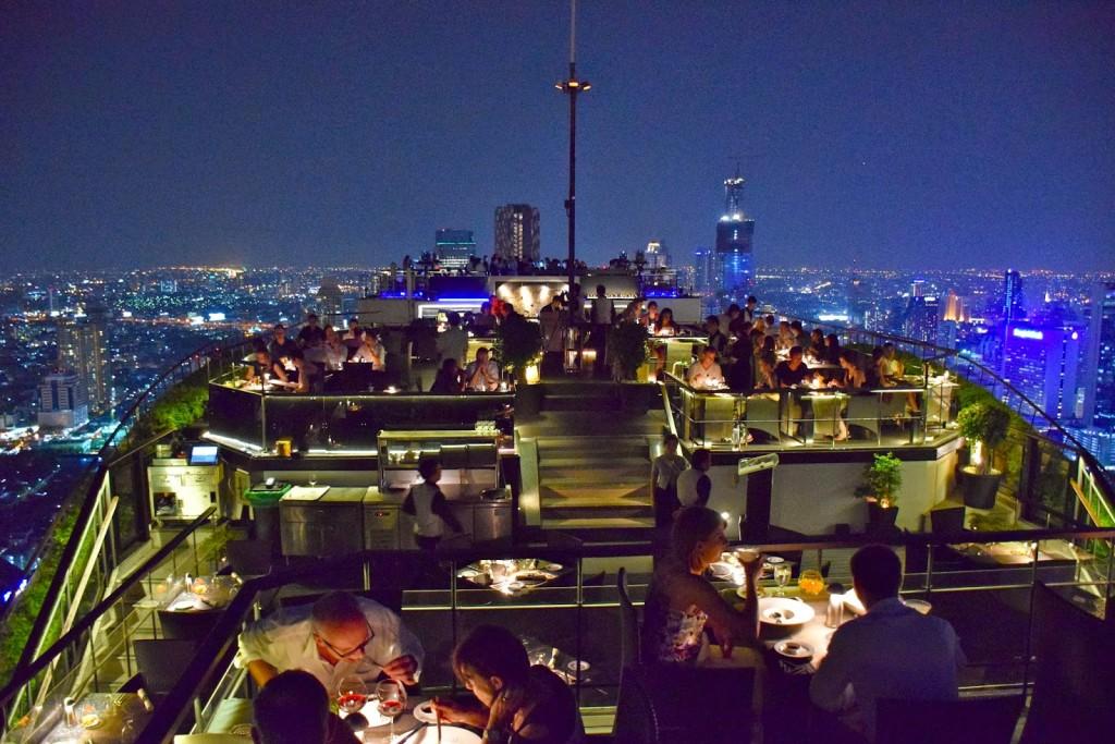 Um dos famosos rooftops de Bangkok, Tailândia: Vertigo Moon & Bar
