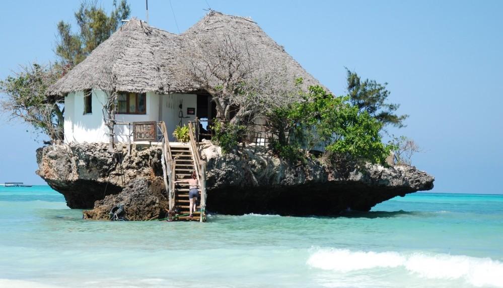 The Rock Restaurant em Zanzibar, Tanzânia | foto: therockrestaurantzanzibar.com