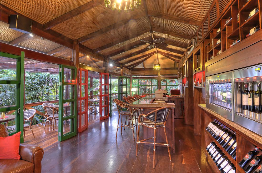 Nostalgia-wine-bar-tapas-restaurante-arenal-la-fortuna-costa-rica-nayara-hotel