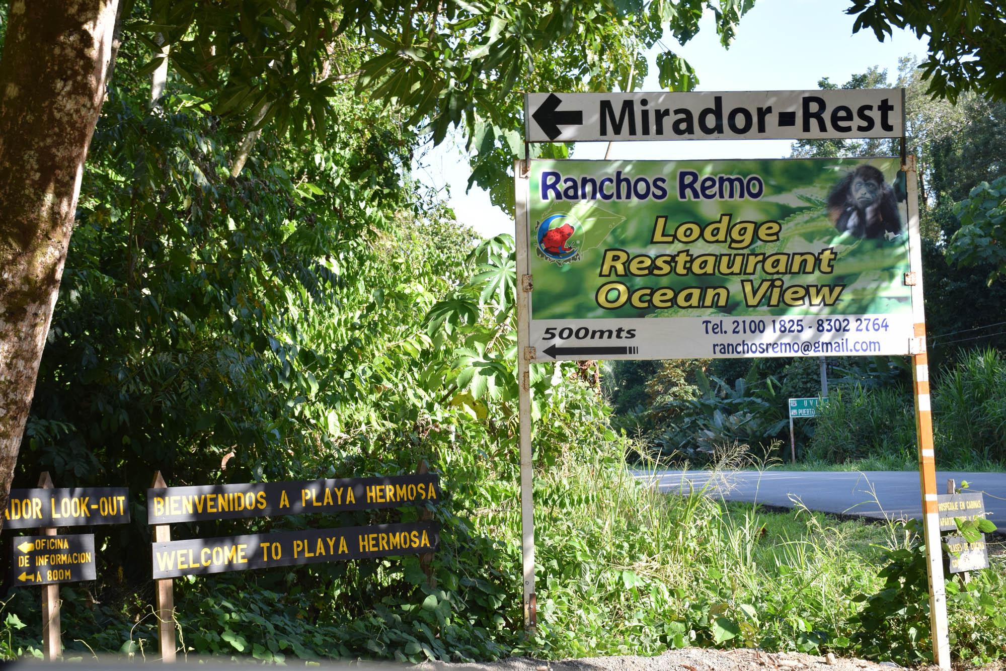 Placa na estrada sinalizando entrada do Ranchos Remo