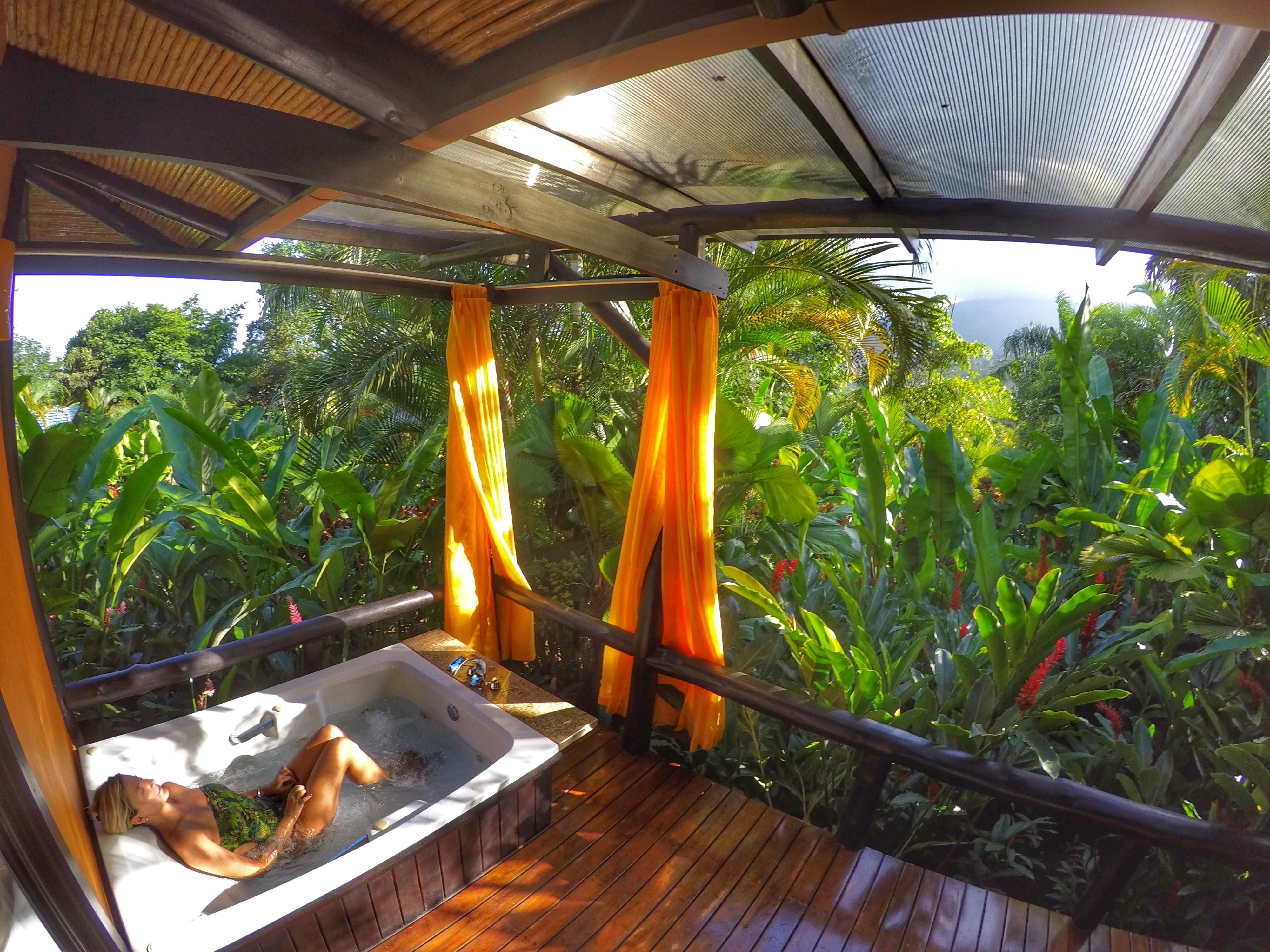 Delicinha de varanda com jacuzzi, rede e vista do vulcão :)