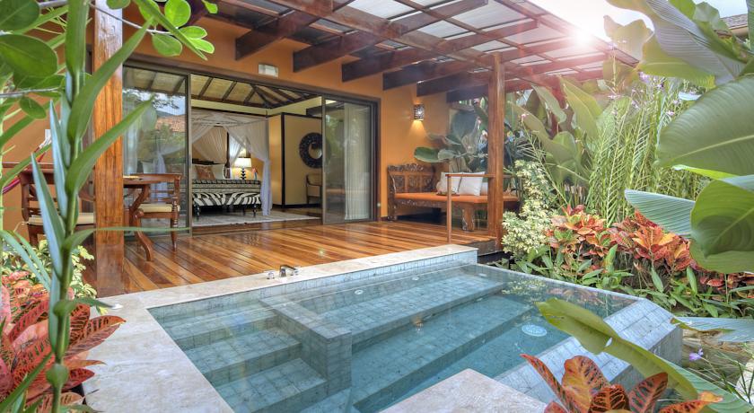 Piscina privada das villas do Nayara Springs | foto: divulgação hotel