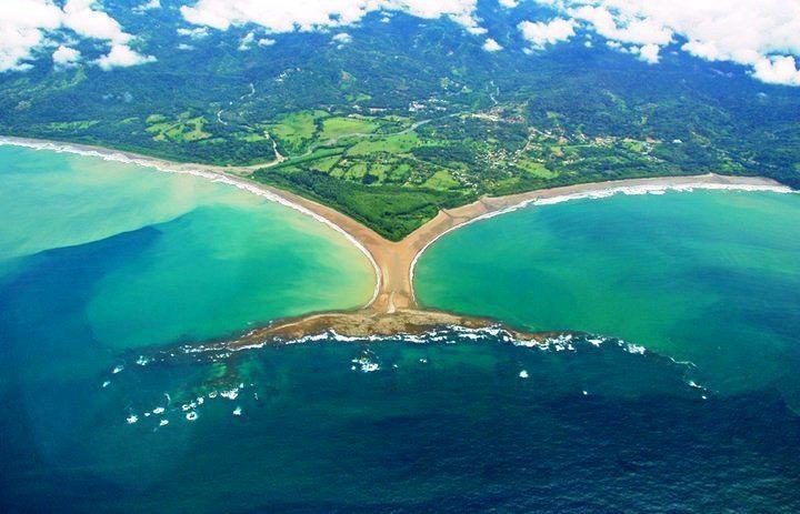 "Punta Uvita, no Parque Marino Ballena - a incrível ""cola de la ballena"" (cauda da baleia) | foto: Costa Rica Traveler Magazine"