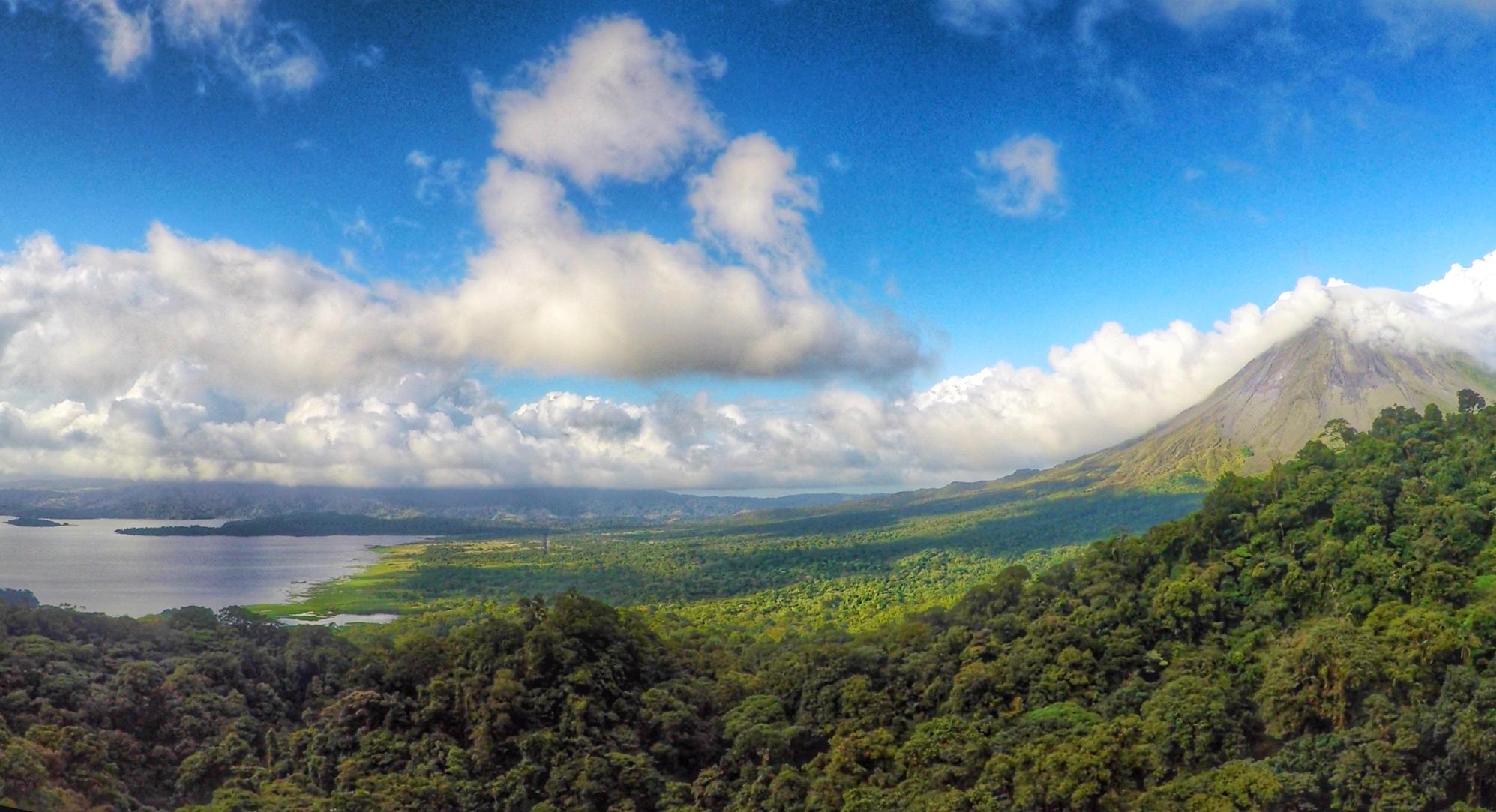 E a vista que se tem da tirolesa... Vulcão Arenal!! - SkyTrek