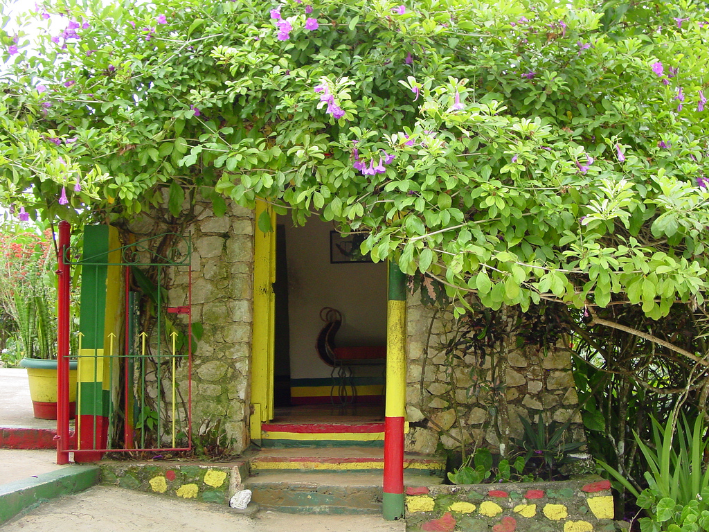 Casa onde nasceu Bob Marley, em Nine Mile, Jamaica | por david_e_waldron - Flickr (CC)
