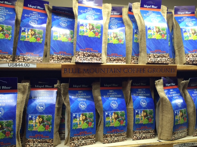 Jamaican Blue Mountain Coffee a venda no aeroporto de Montego Bay