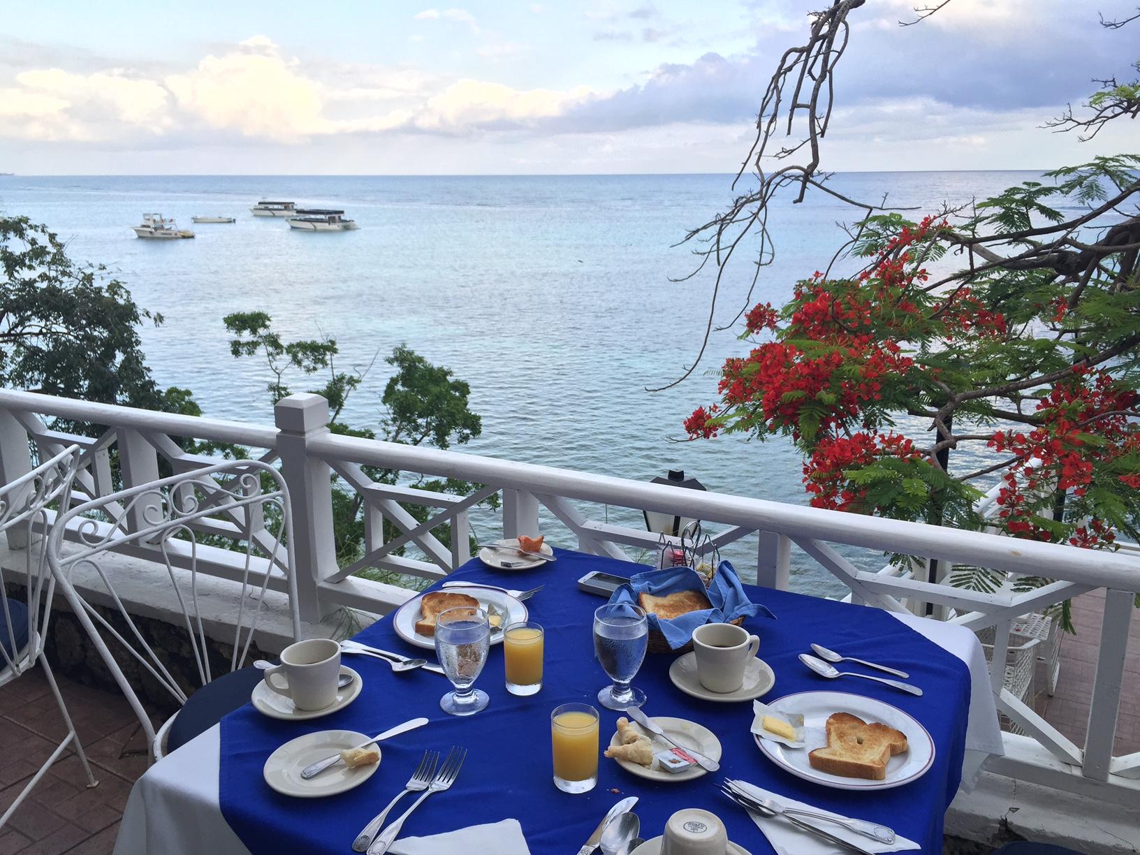 Café da manhã no Hibiscus Lodge - Ocho Rios - Jamaica