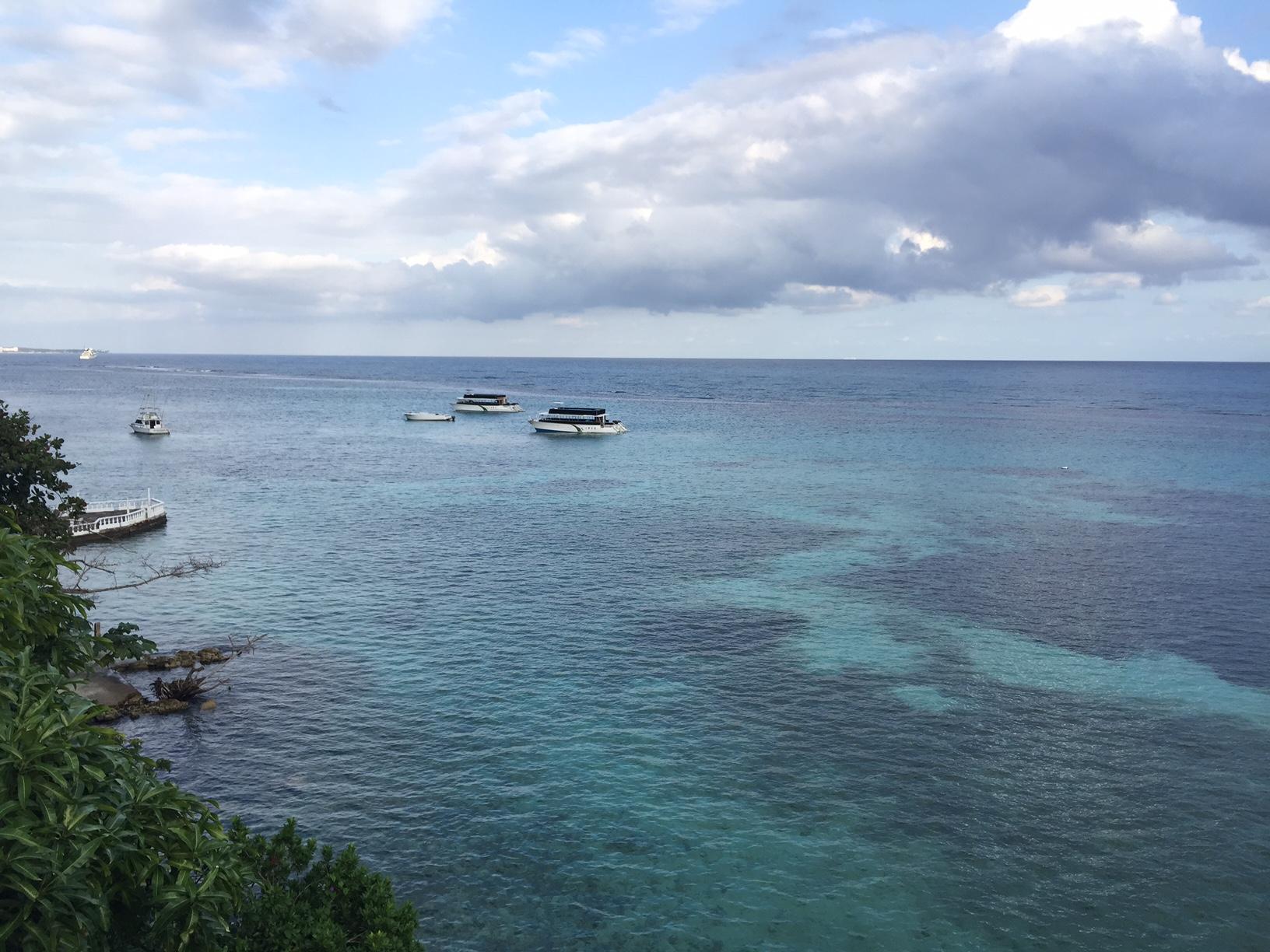 Olha esse mar... Lindo!! E isso porque estava nublado! - Hibiscus Lodge Ocho Rios
