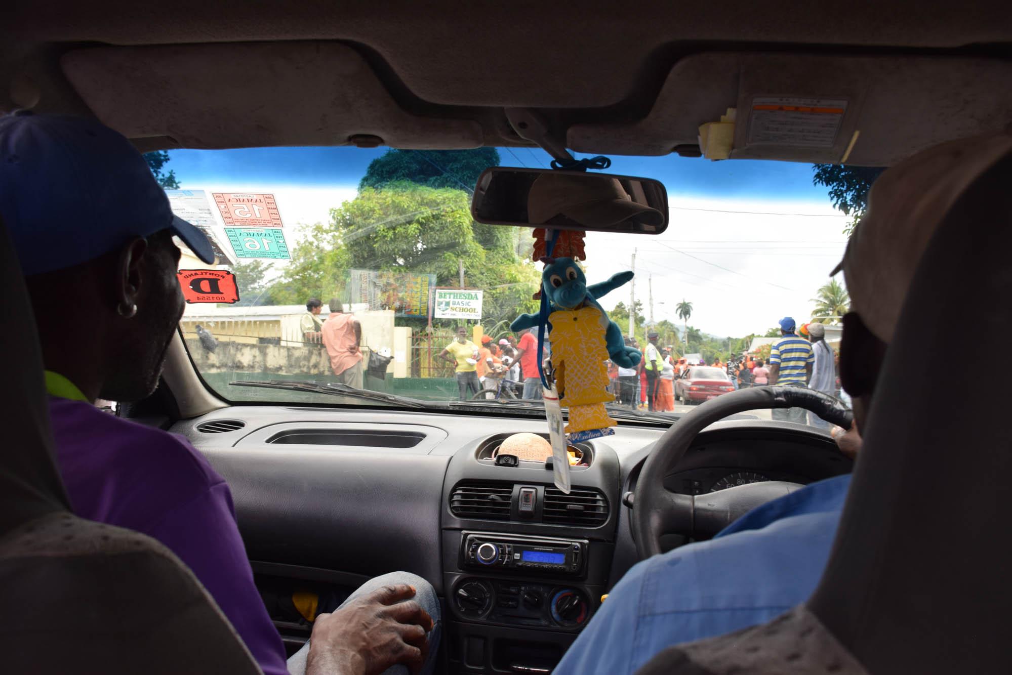 De taxi até o local que começa o passeio para descer o Rio Grande em bamboo raft