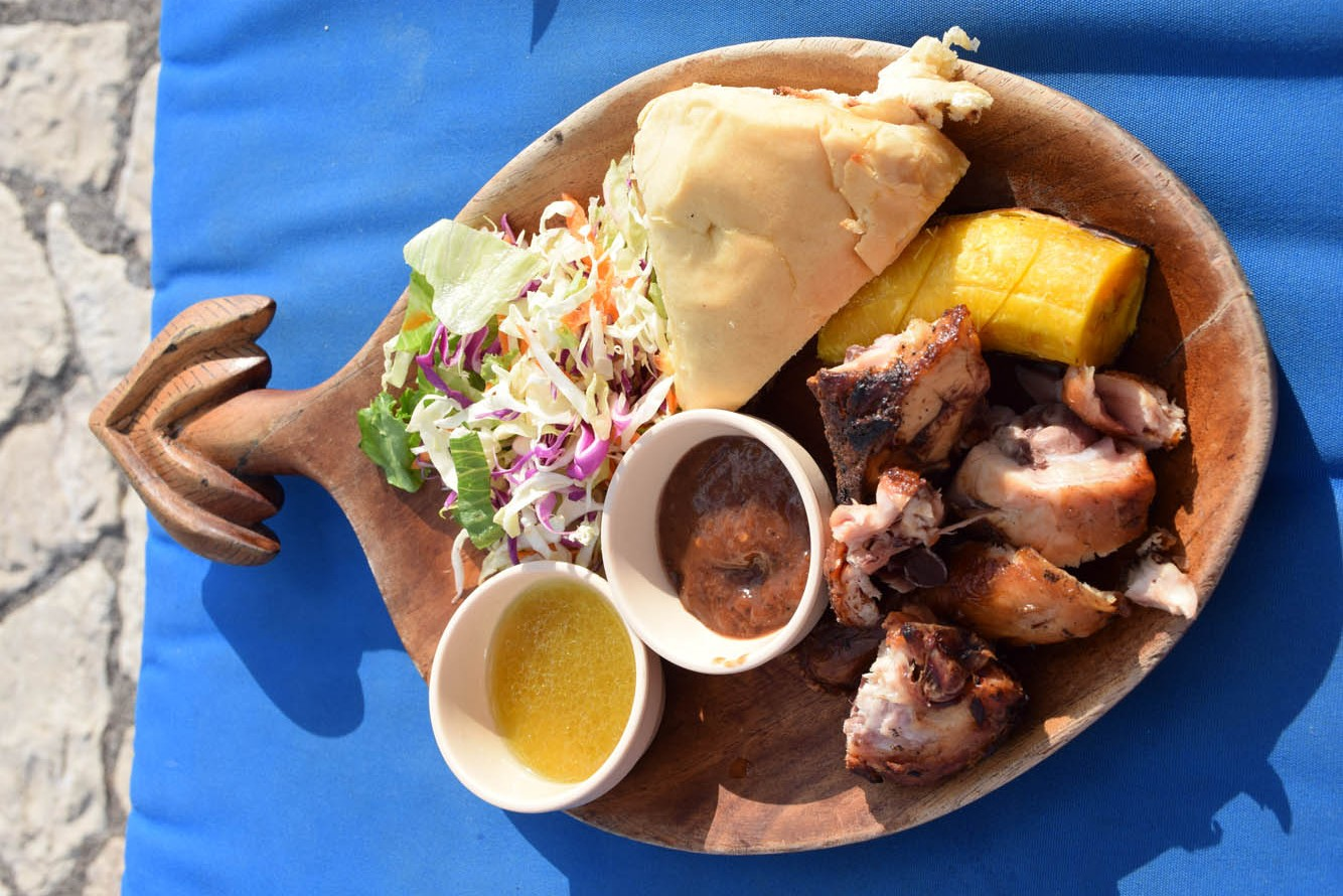 Jerk Chicken do Pool Bar do RockHouse Hotel, em Negril - Jamaica