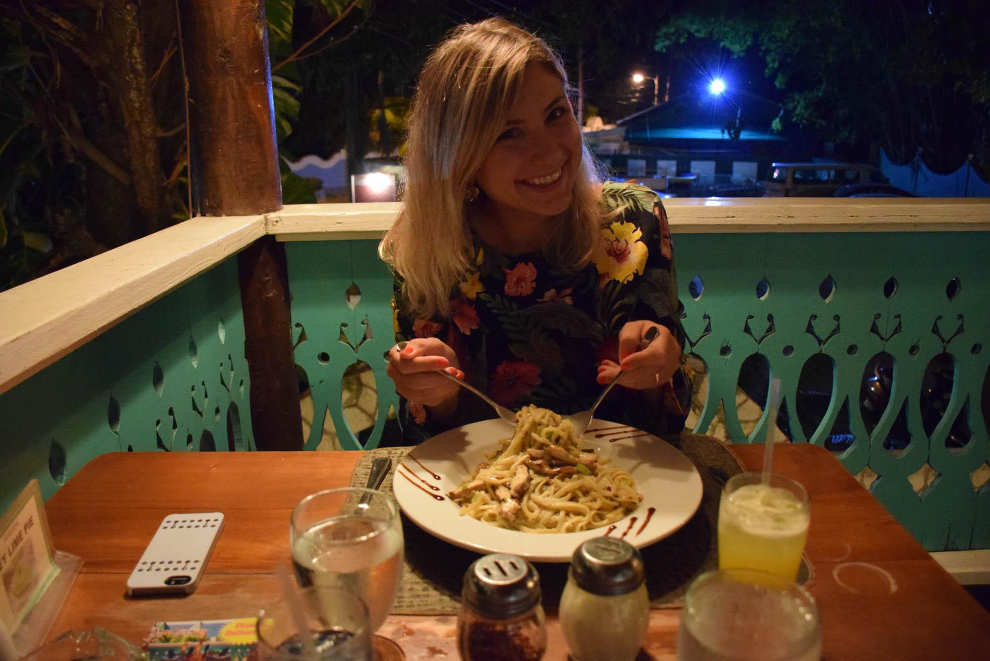 """Eu e meu prato """"Jerk Chicken Alfredo"""" - mistura de Jamaica com Itália"""
