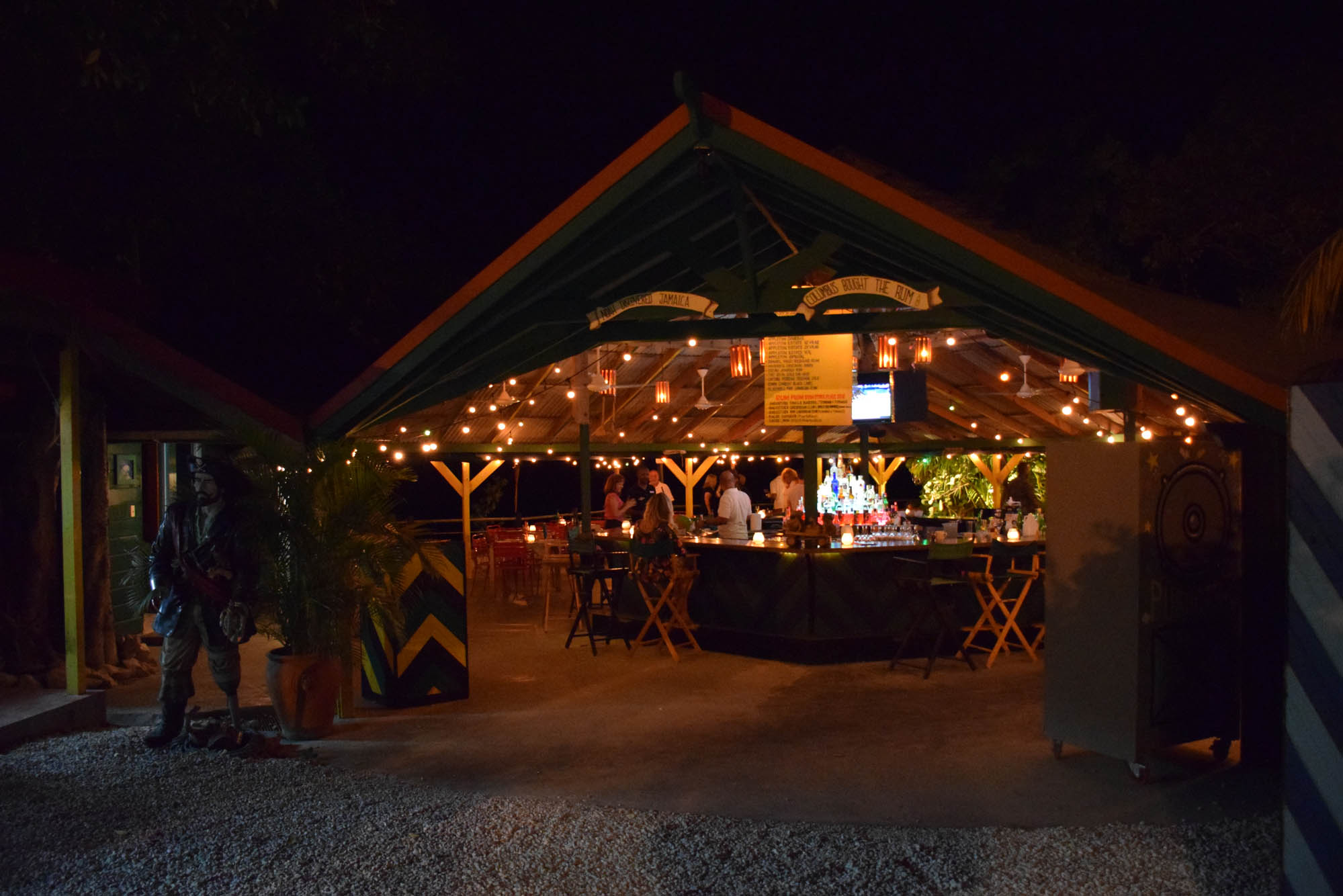 Jerk Center, Restaurante e Rum Bar PUSHCART - Hotel RockHouse - Negril