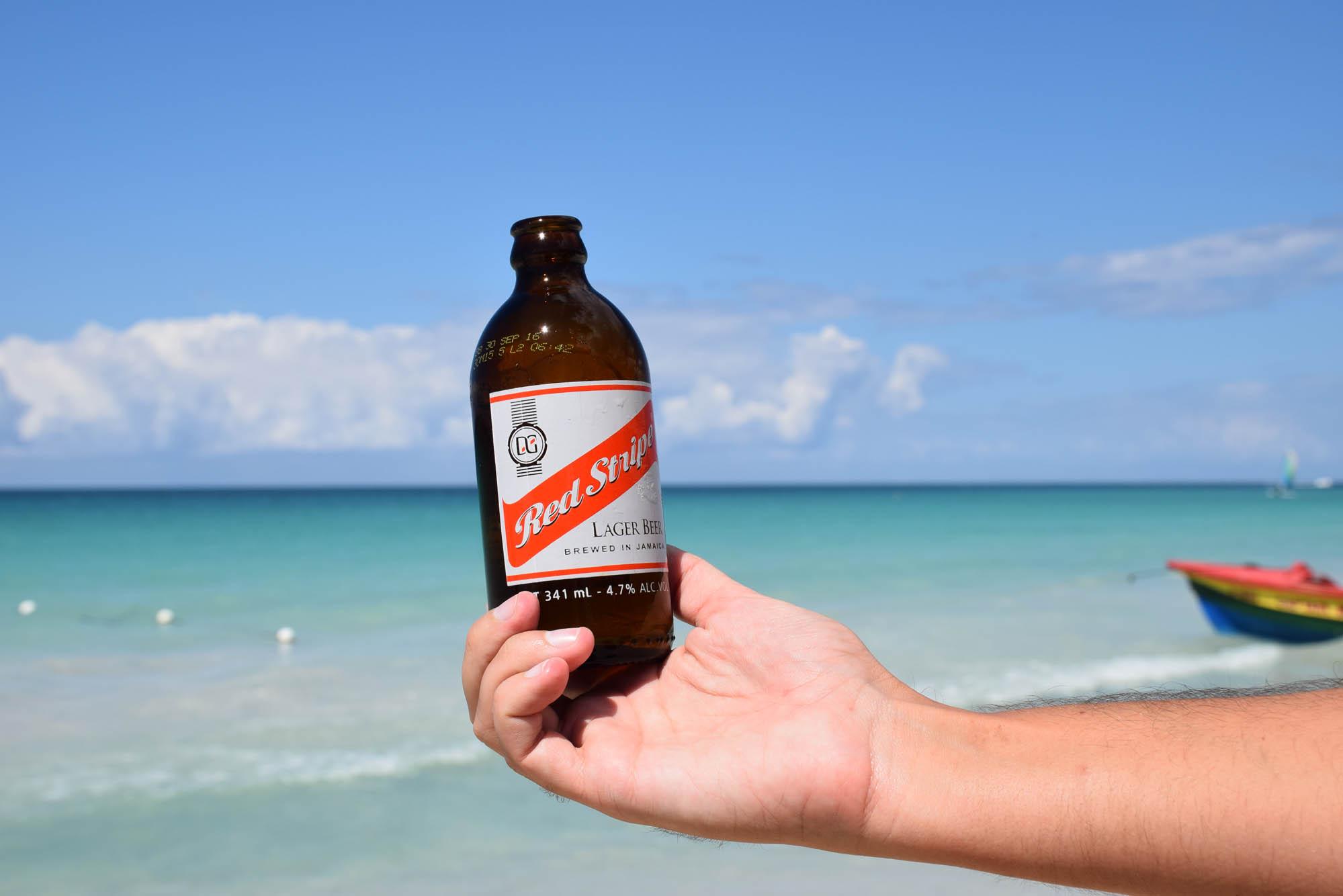 cerveja-red-stripe-jamaica-negril-seven-mile-beach