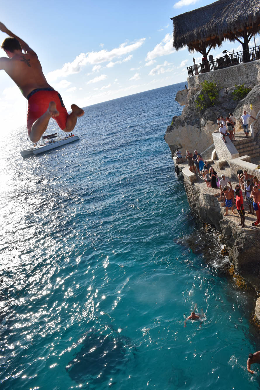 RICKS-CAFE-NEGRIL-JAMAICA-CLIFFS-JUMPING