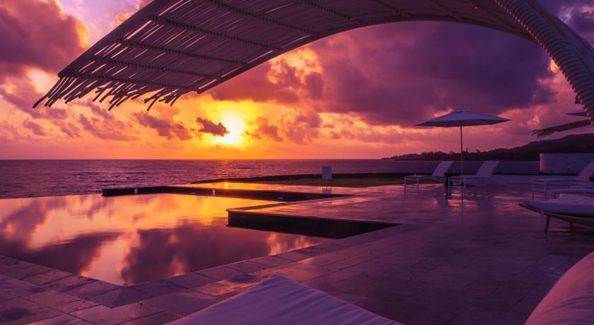 Piscina de borda infinita e um baita por do sol! | Trident Hotel Port Antonio, Jamaica