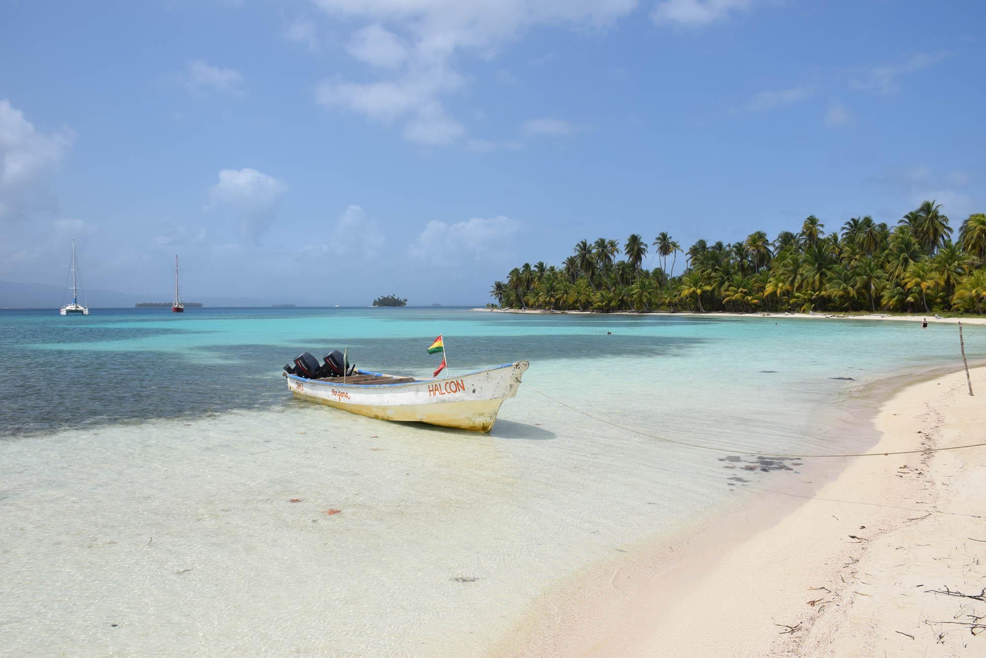 A lancha dos Kunas - para ir do terminal de Cartí até o veleiro